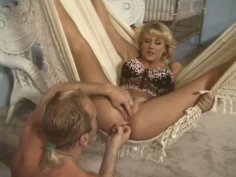 Jenny Lee McKenzie enjoys fingerfucking and pussy licking